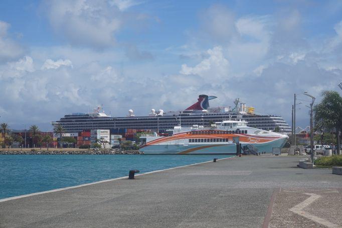 الاســـم:carnivalsize from noumea port.jpg المشاهدات: 1010 الحجـــم:87.4 كيلوبايت