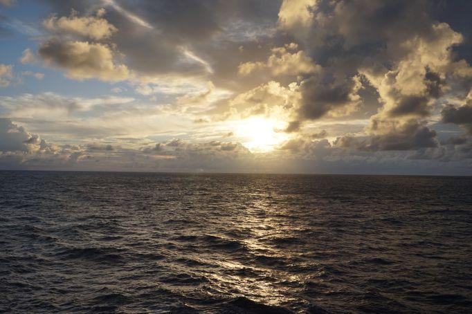 الاســـم:lastdaysunset.jpg المشاهدات: 1530 الحجـــم:100.3 كيلوبايت