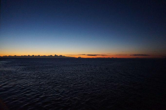 الاســـم:dawnship.jpg المشاهدات: 548 الحجـــم:70.3 كيلوبايت